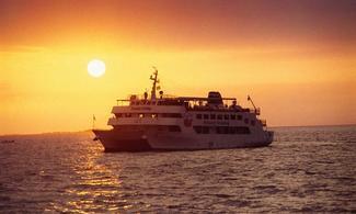 【食玩瞓】夕陽觀光船體驗 │包免費全程pocket wifi租借服務│包卡特蘭套餐晚餐一頓│沖繩自由行套票 3-31天