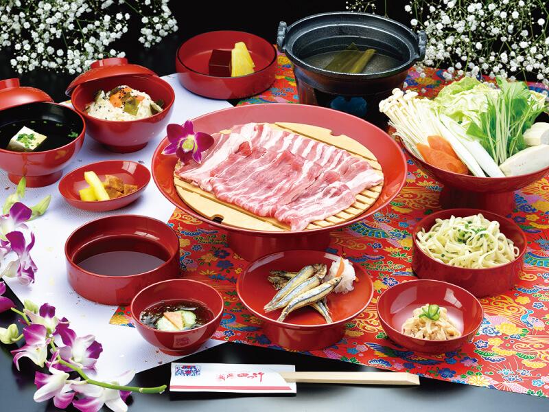 【四つ竹】琉球料理晚餐及琉球舞蹈表演│包pocket wifi租借服務│沖繩自由行套票 3-31天